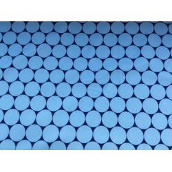 Hellblauer Softshell mit Kreisen