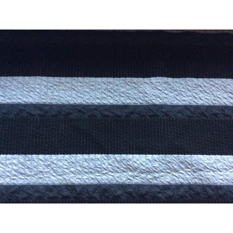 Schwarz-weiß-graue Streifen